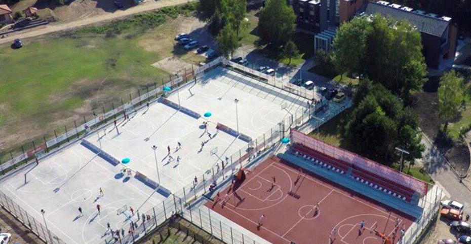 Pogled na košarkaške terene iz vazduha