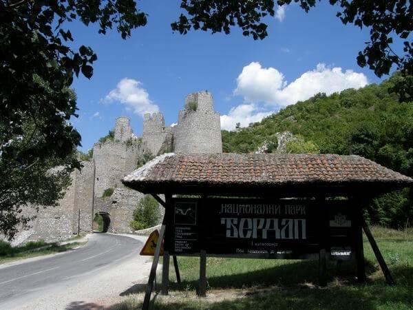 Ulaz u nacionalni park Đerdap i pogled na Golubačku tvrđavu