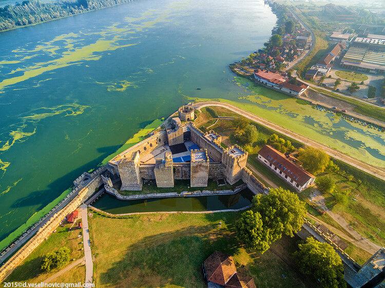 Smederevska tvrdjava i reka Dunav slikano iz vazduha